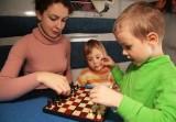 Những mốc phát triển ngôn ngữ của trẻ và dấu hiệu chậm nói