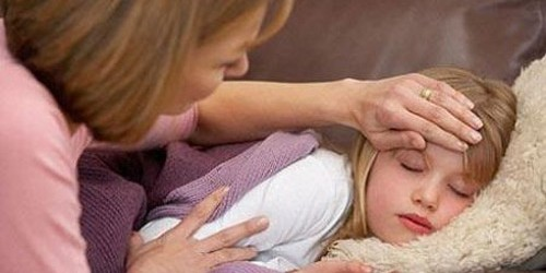 Sai lầm tai hại khi hạ sốt cho trẻ